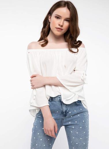 DeFacto Karmen Yaka Ponpon Detaylı Bluz Ekru